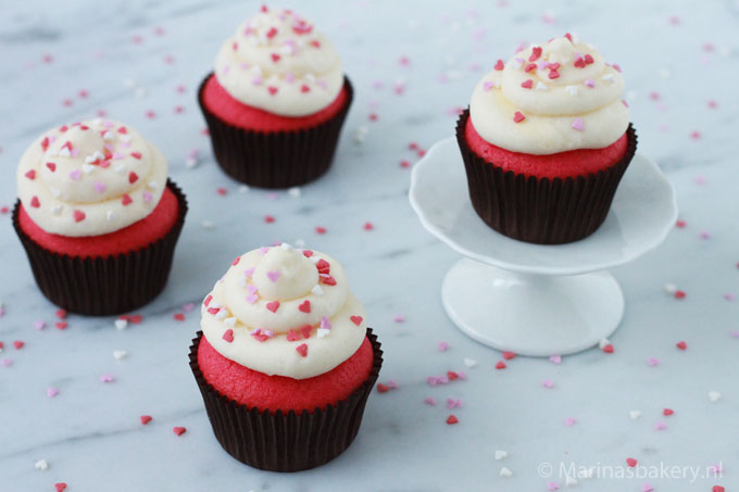 Pink-cupcakes-with-cream-cheese-frosting