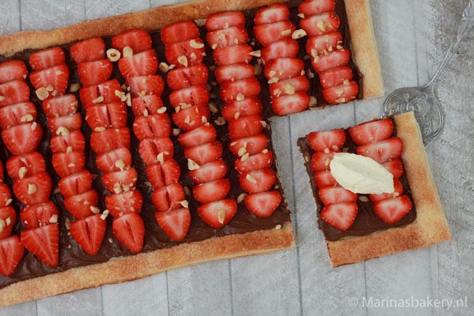 Plaattaart-met-nutella-en-aardbeien