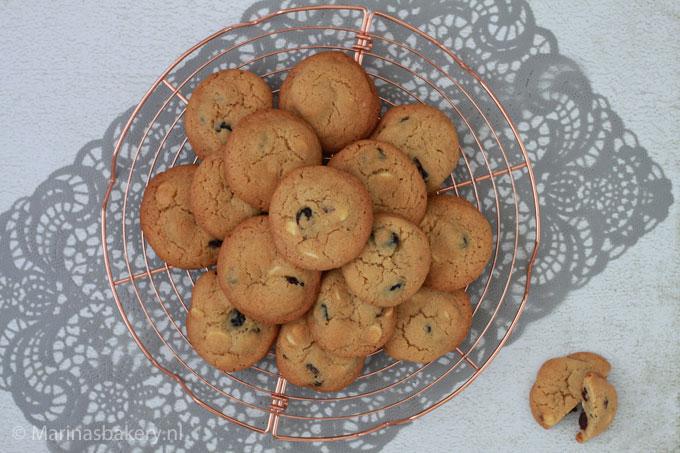 American-Cookies met witte chocolade en cranberry's