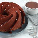 Chocoladetulband met gezouten chocolade karamelsaus
